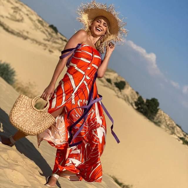 Лілія Ребрик у яскравому сарафані на Херсонщині