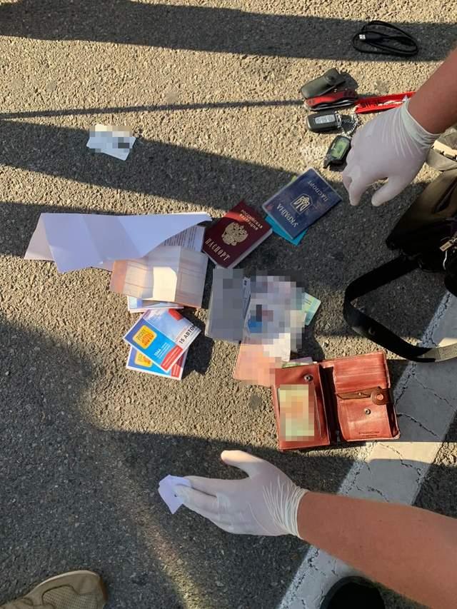 працівник СБУ передавав дані в цукерках