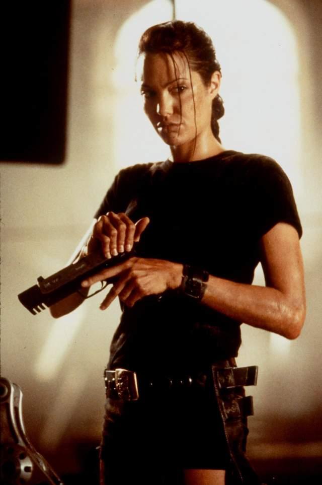 Анджеліна Джолі в образі Лари Крофт