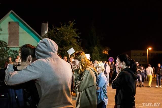 Били шокером, выстригали волосы: шокирующие истории освобожденных из СИЗО в Минске людей – видео