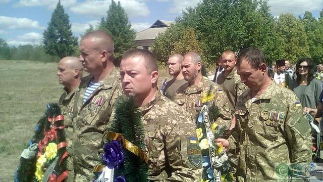 Пришли земляки и побратимы: на Кировоградщине попрощались с погибшим на Донбассе воином