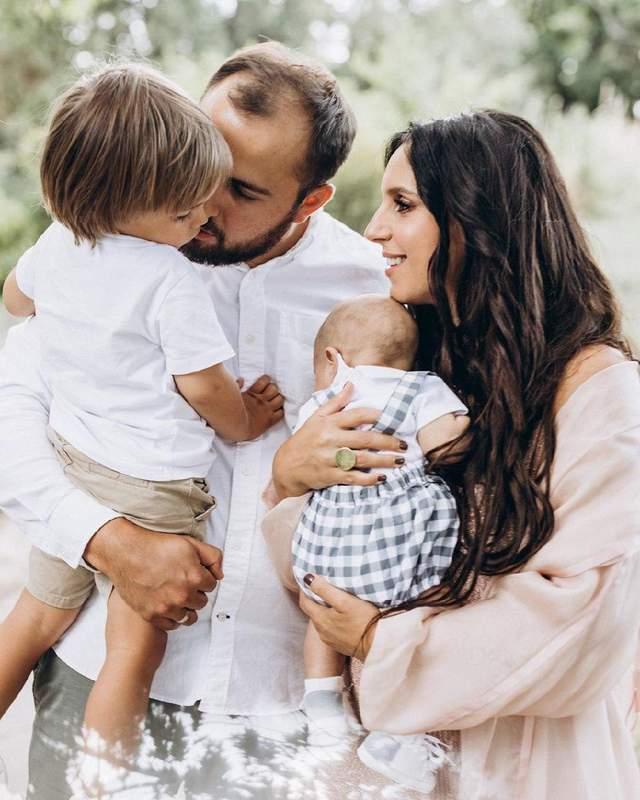 Джамала тронула сеть кадрами с сыновьями и мужем: невероятные фото