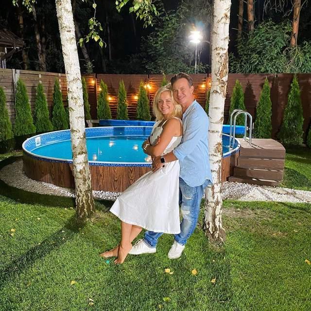 Лилия Ребрик покорила сеть страстным фото в объятиях мужа