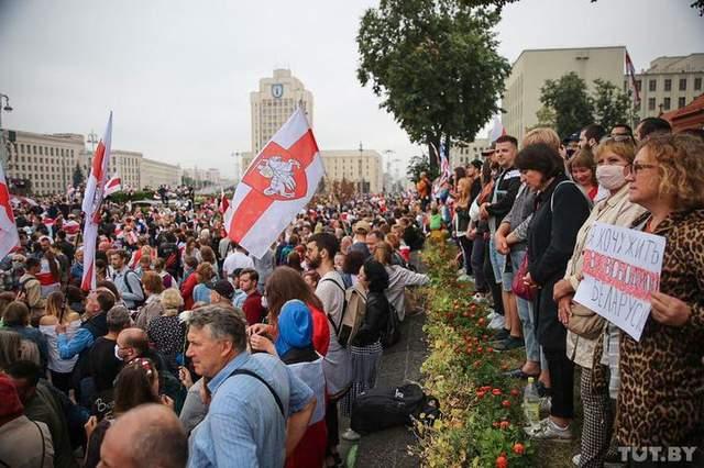 'Марш новой Беларуси' и Лукашенко с автоматом: что происходило 23 августа – впечатляющие видео