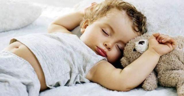 Как уложить ребенка спать: 4 действенные техники