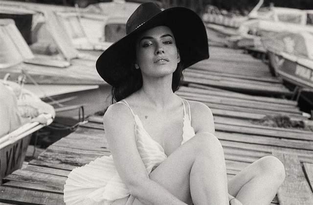 У напівпрозорій білизні: Даша Астафєва засвітила великі груди – гарячі фото 18+