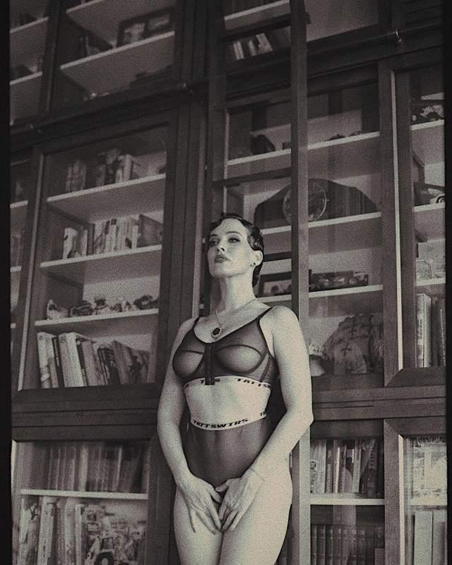 В полупрозрачном белье: Даша Астафева засветила большую грудь – горячие фото 18+