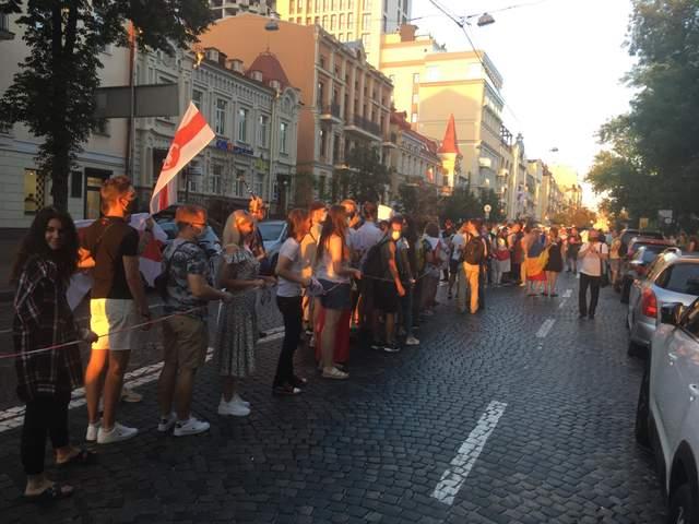 У Білорусі відбувається безлад: активісти зібралися на акцію солідарності у Києві – фото і відео