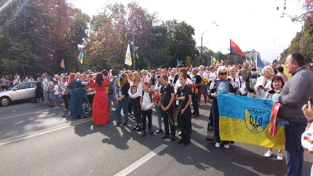 В Киеве начался масштабный Марш Защитников: яркие фото и видео