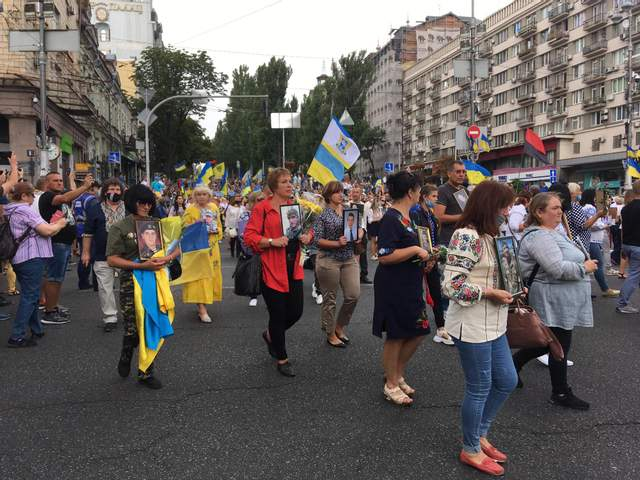 У Києві пройшов масштабний Марш Захисників: яскраві фото та відео