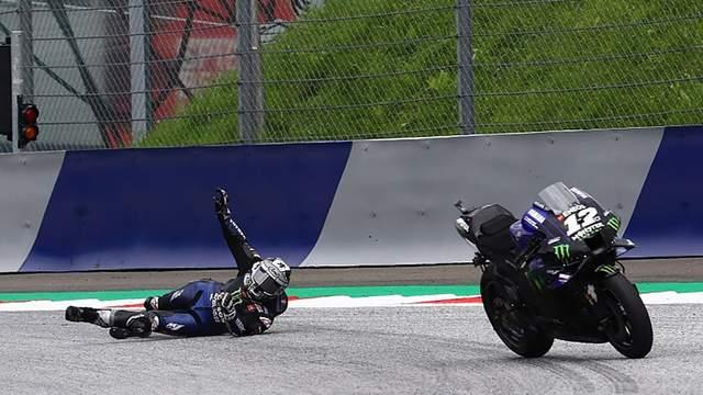 Гонщик зіскочив з мотоцикла під час перегонів на швидкості 210 км/год: відео карколомної аварії