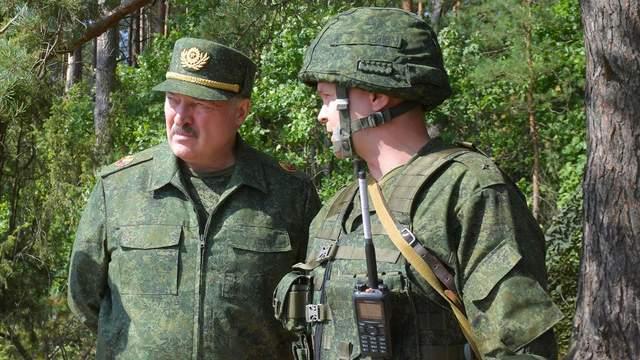 У Білорусі армію приводять у вищі ступені бойової готовності: залучать навіть військових запасу