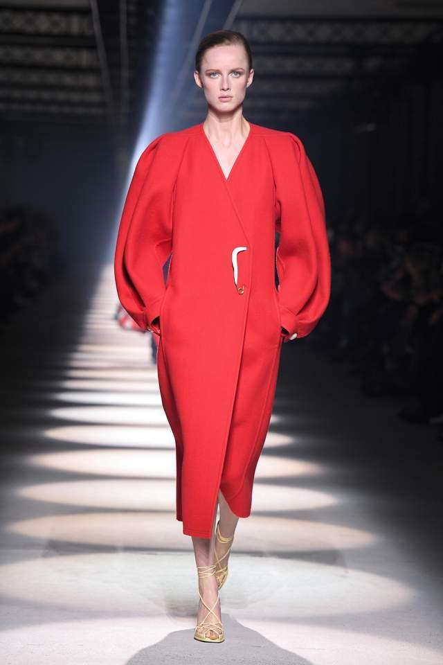Самые эффектные пальто осени-2020 с модных показов. Фото