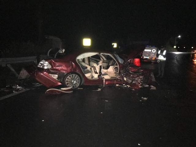 На Львовщине столкнулись два Mercedes: машины разбиты, много пострадавших – фото