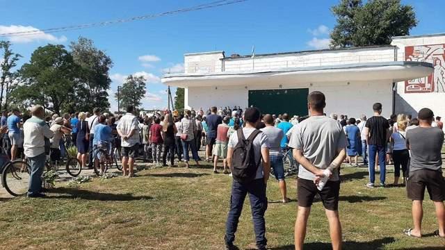 На Харьковщине требуют выселить общину ромов: вспыхнули столкновения – детали, фото, видео