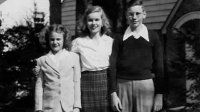 Баффет, праворуч, та його дві сестри