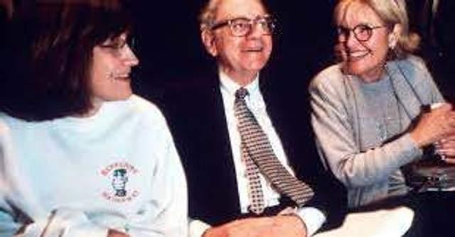 Воррен Баффет з дружиною та дочкою, 1997 рік
