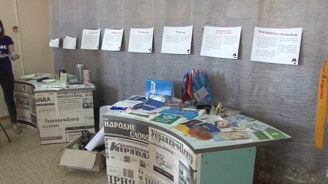 'Музей избирательного трэша': в Кропивницком открыли уникальную галерею агитационных вещей: фото