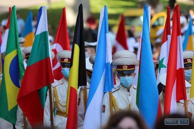 В честь іноземних гостей пройшов парад країн, які беруть участь у святкуванні