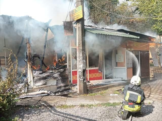 На Київщині загорівся магазин на ринку