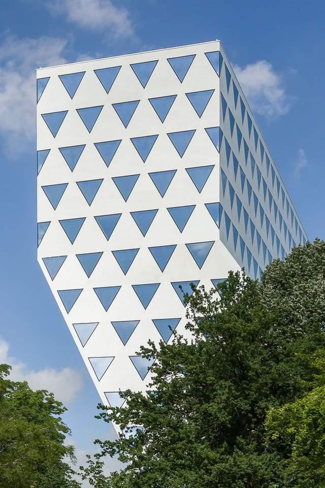 Десятки треугольников: в Антверпене построили масштабное Н-образное офисное здание – фото