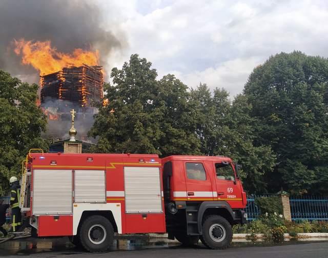 Почти двухсотлетняя церковь загорелась в Донецкой области: фото