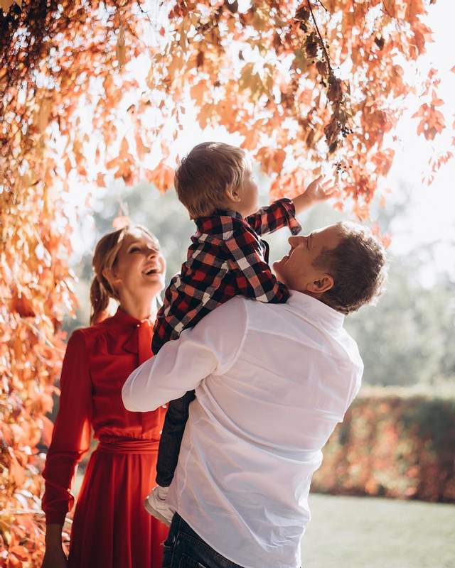 Юрий Горбунов очаровал сеть фотографией с любимой Катей Осадчей и сыном Иваном