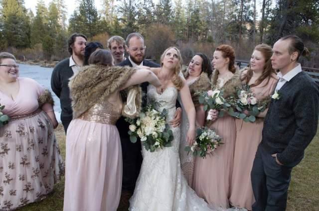 Подружка нареченої, здається, щось загубила
