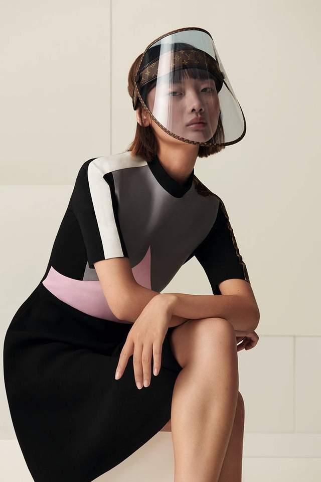 Защита от коронавируса и солнца: Louis Vuitton выпустил маски за 960 долларов – фото