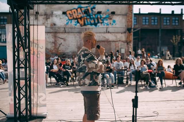 Я не разделяю эти две сферы: вокалист группы 'Фиолет' Сергей Мартынюк о музыке и литературе