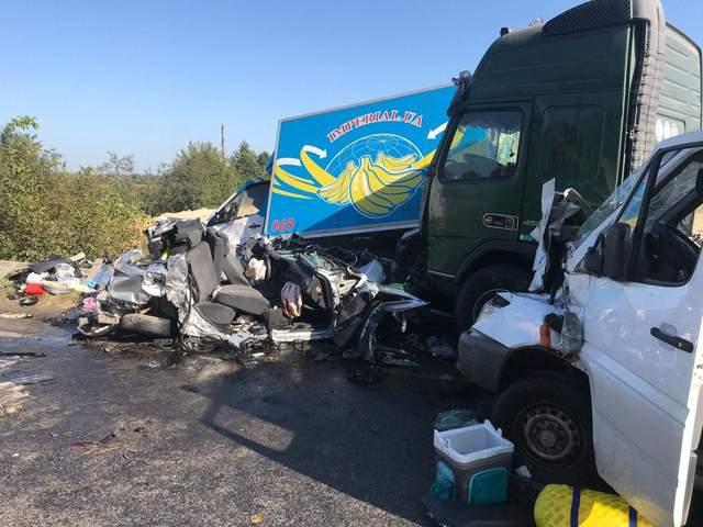 Масштабная авария на Львовщине: в ДТП попали сразу 6 автомобилей – фото
