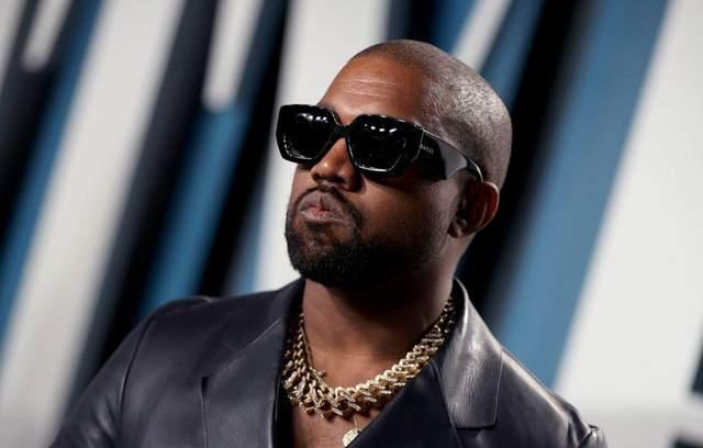 """Каньє Вест помочився на золоту статуетку """"Греммі"""": провокаційне відео"""