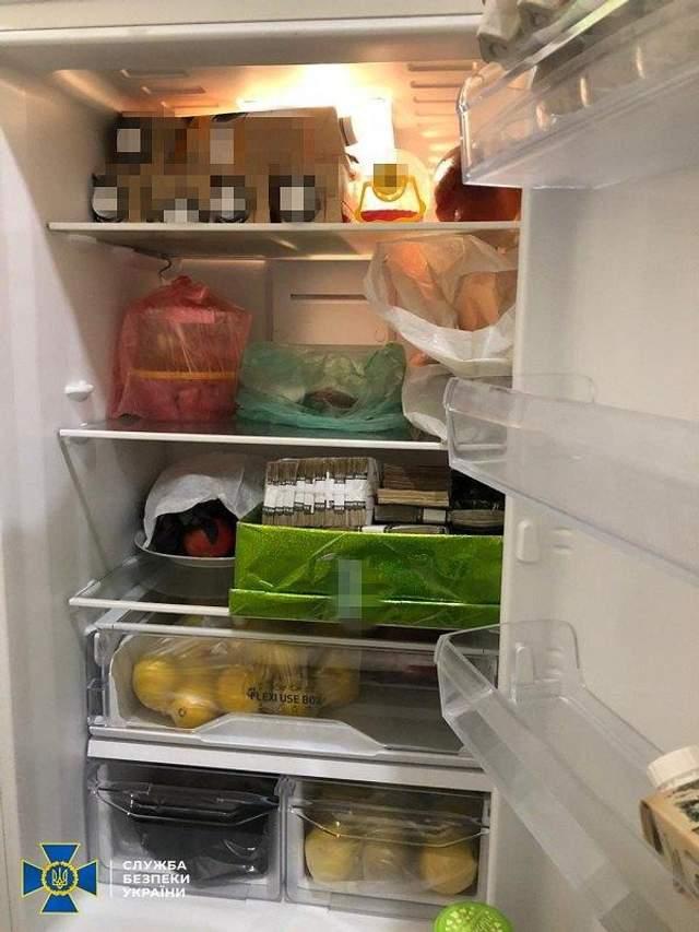 Миллионы в холодильнике: чиновников Укрзализныци поймали на хищении денег – фото