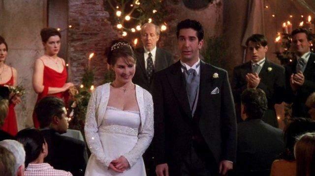 Сукня Емілі двічі постає у серіалі