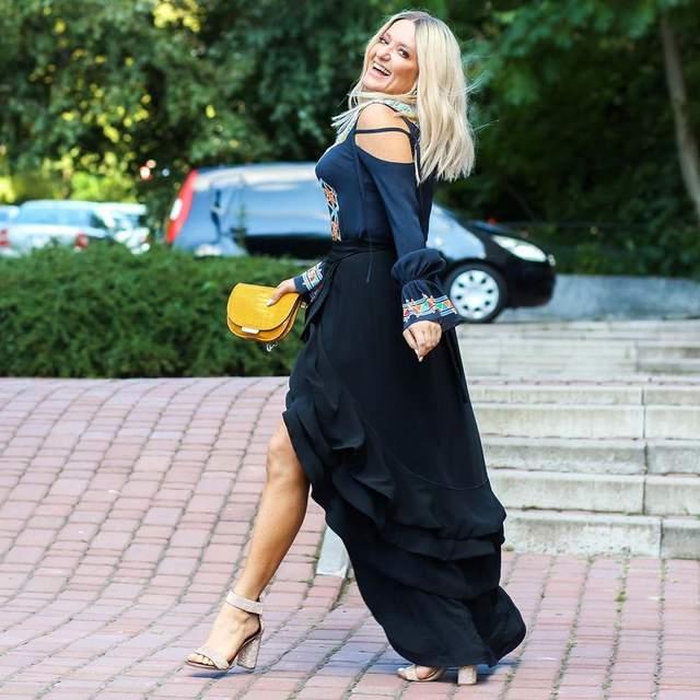 В платье с пикантным разрезом: Наталья Могилевская впечатлила эффектным образом – фото