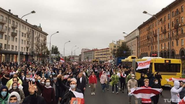 Протести у Мінську білоруси продовжують протестувати