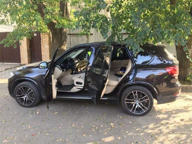 Автівка постраждалої стрілянина у Харкові