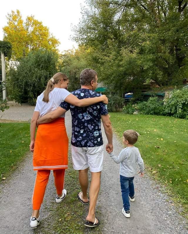 Катя Осадча з чоловіком і сином