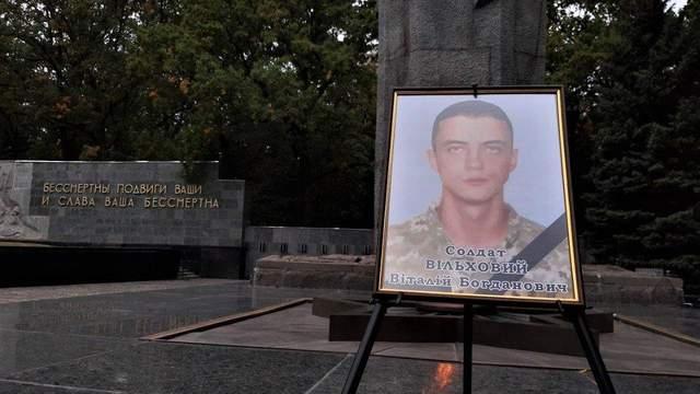 Сотни людей прощаются с Виталием Вильховым: выжил во время авиакатастрофы АН-26, но скончался от ожогов в больнице (Фото/Видео)