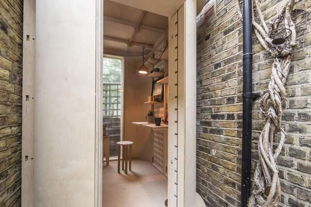 Как выглядит один из самых узких домашних офисов в мире: деревянная капсула из Лондона – фото