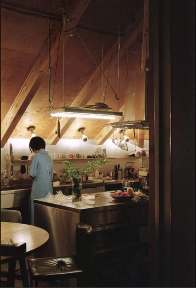 Простір кухні  більш закритий і через це дуже затишний