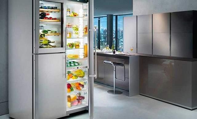 Большой холодильник занимает много пространства