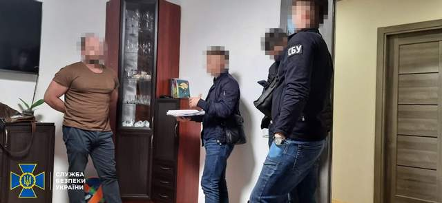 Обшуки у помешканнях організаторів схеми / Фото СБУ