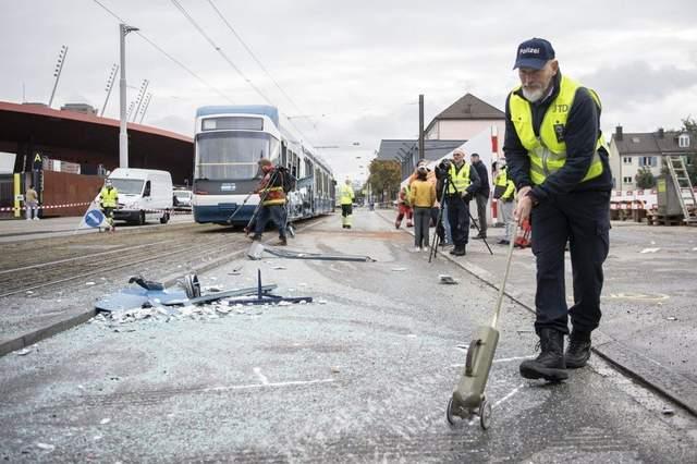 У Цюриху вантажівка врізалася в трамвай