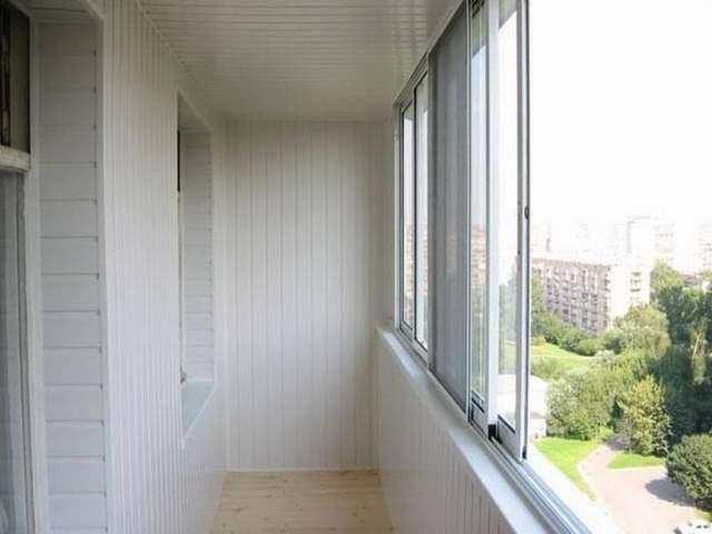 Нужно обязательно убрать лишние вещи по балкона