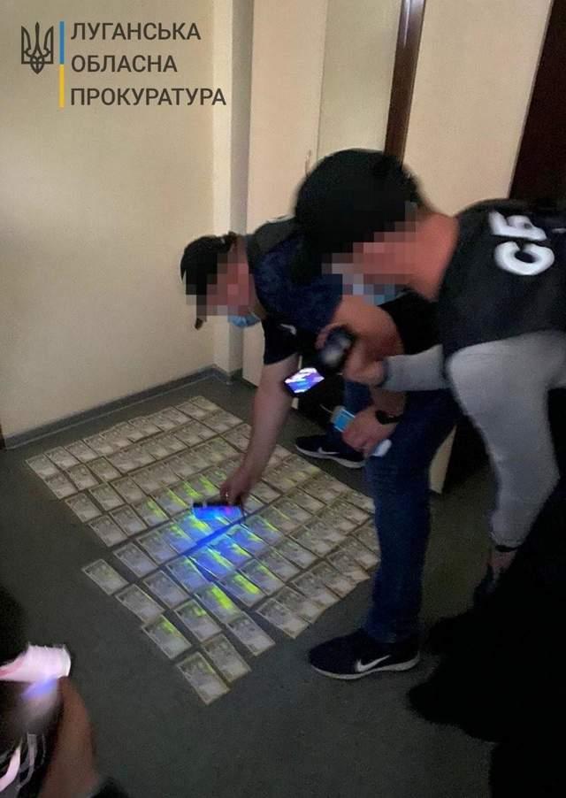 Його затримали на отриманні 46 тисяч гривень