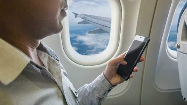 Телефон у літаку