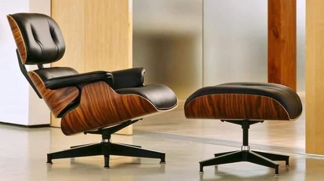 Крісло з підставкою для ніг у класичному стилі