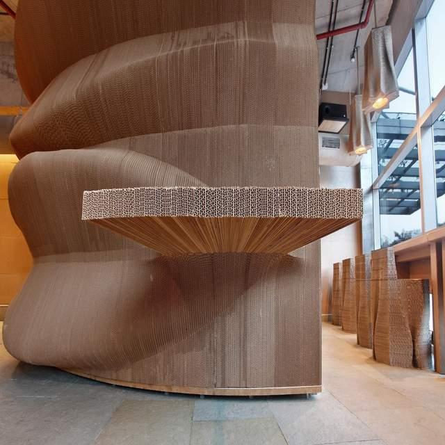 Меблі змодельовані так, що виступають зі стін