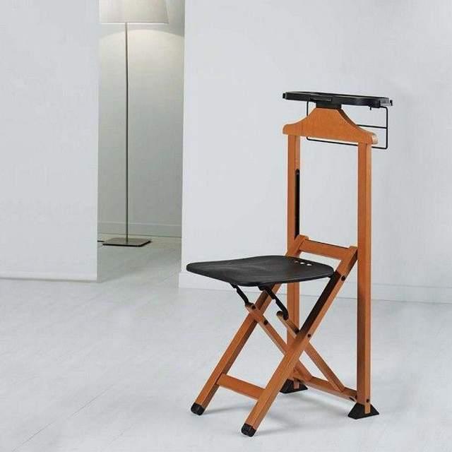 Стільці для одягу виготовляють переважно з дерева